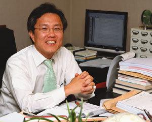 '국방부 불온서적' 헌법소원 제기한 변호사 최강욱