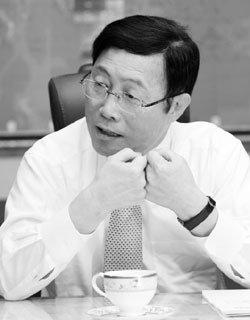 실물경제 회생 중책 맡은 이윤호 지식경제부 장관