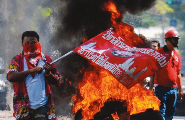유혈사태로 번진 태국 시위