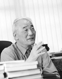 미대 실기고사 폐지한 권명광 홍익대 총장
