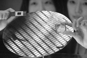 메모리카드 시장에서 고전하는 반도체 세계 정상 삼성전자