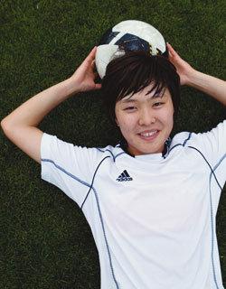 한국 축구사(史) 새로 쓴 19세 스트라이커 지소연