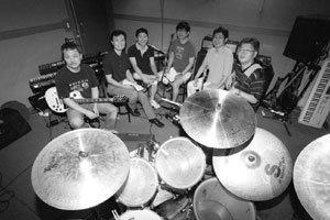 중년 남성들의 로망, 직장인 밴드 열풍
