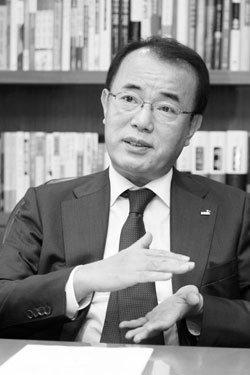광화문점 새 단장한 교보문고 김성룡 대표