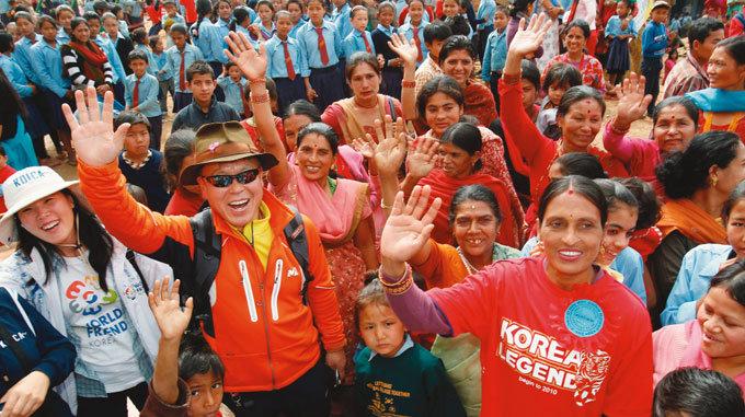 네팔에 학교 짓는 산악인  엄홍길
