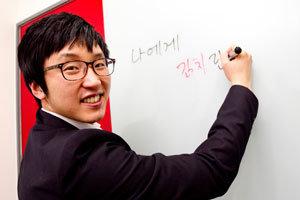 월급 88만 원 받는 26세 사장 김치로 세계 정복