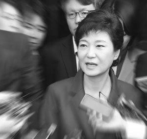 충성경쟁 유도 박정희 용인술의 再版