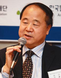 중국 최초 노벨문학상 수상자 논란 모옌소설가