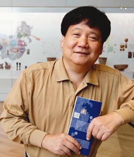 고조선 유물 3만4000점 기증 이상윤 연세대 교수