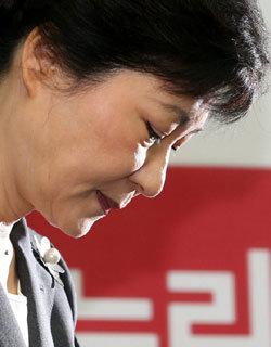 '박정희 딸' 못 벗어난 역사인식의 不在