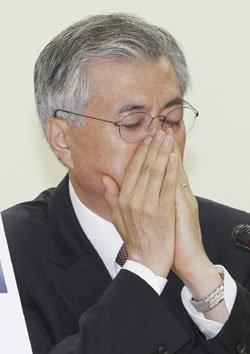 盧정신 팔면서 정책은 뒤집고 측근비리·국정실패 책임 안져