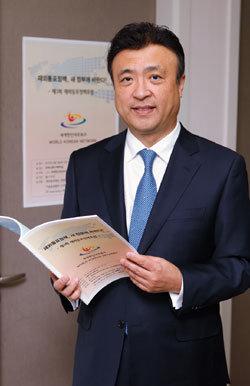 """""""폐쇄적 민족주의가  김종훈 사퇴 불렀다"""""""