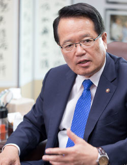 """""""3자 회담도 안 받는 건 청와대의 정치 실종"""""""