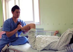 간병인 멀리하고 환자 재활 의지 높여야