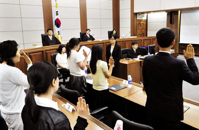 배심원 평결은 '권고적 효력' 재판부 양심과 법률이 우선