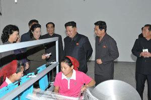 김정은, 체제 명운 걸고 시장화 개혁 나섰다