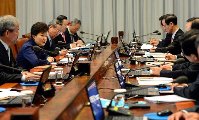 박근혜 청와대 이상기류 비서실장도 대통령과 불통?