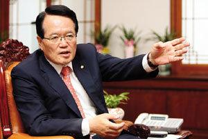 새로운 버전의 개헌론 말하는 정의화 신임 국회의장
