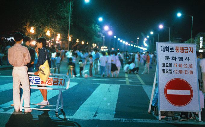 '그냥 그저' 만든 운동가요 금지조치  혹독할수록  널리  퍼져