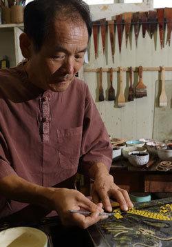 철갑상어 가죽에 옻칠하는 세계 유일 칠피(漆皮) 전문가