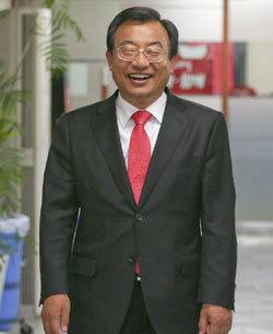 """""""박 대통령과 세 비서관 금욕적으로 살고 있다"""""""