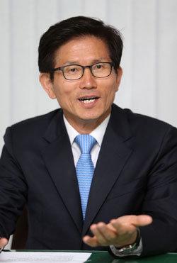 """""""朴 대선자금 의혹? 냄새 나면 도려내야"""""""
