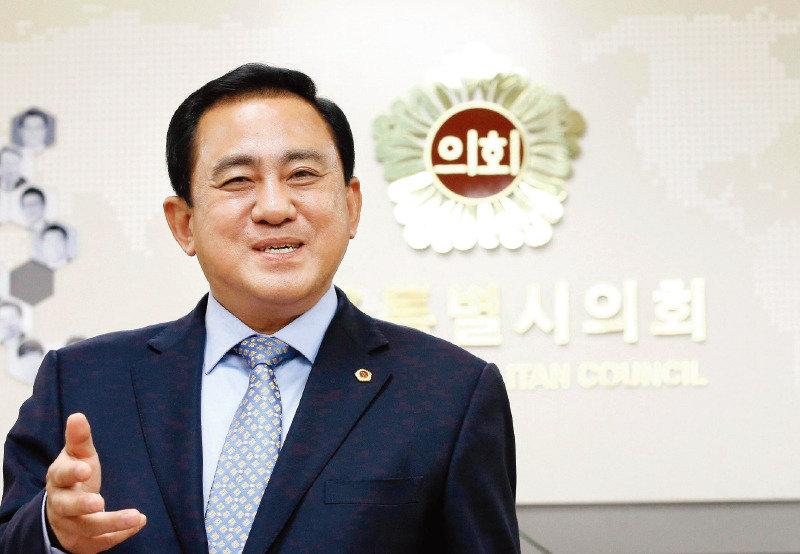"""""""현장 뛰는 지방의원에게 권한줘야 분권 실현된다"""""""