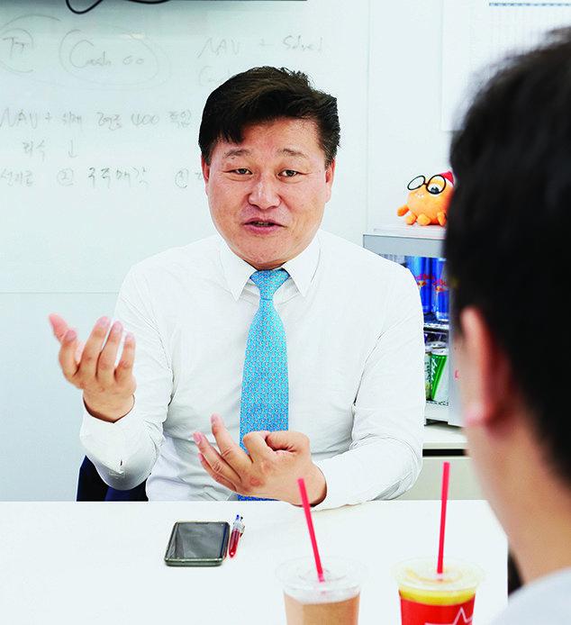 """'토종 1호' 소셜커머스 창업 신현성 티몬 이사회 의장  """"알면 알수록 도전하는 게 힘들다, 나도 두렵다"""""""