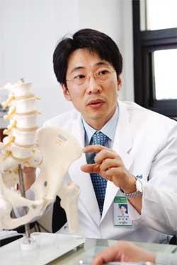 척추관 협착증 부위 마취로 더욱 안전하고 빠르게 치료