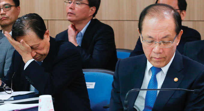 완강한 반대 여론에 국정화 추진 난항