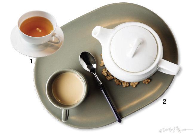 찻집 주인 닮은  차 한잔