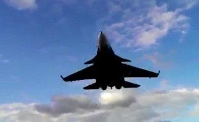 특수효과 같은 러시아 <span class=highlight>전투기</span> 저공 비행 장면