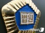 """""""경찰차서 담배 못 피워서""""…경찰 얼굴에 침 뱉고 물어뜯은 30대"""
