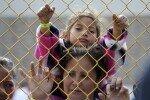 美 국경요원들, 월경 시도 이주민에 최루가스 살포