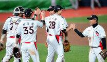 kt 위즈, 2-0으로 SK 꺾고 홈 첫 승 달성!
