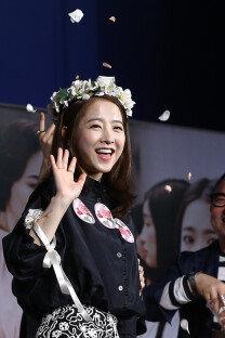 박보영, 꽃관쓰니 더 어려보여
