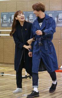 '위대한 캣츠비' 다나·손동운, 화기애애한 시연현장