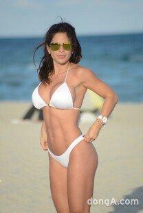 미셸 르윈, 비키니 입고 해변가로…탄탄 몸매 자랑!
