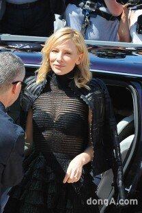 케이트 블란쳇, 속옷이 훤히…파격 시스루 드레스