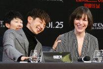 '레지던트 이블: 파멸의 날' 밀라 요보비치-이준기, 유쾌한 미소