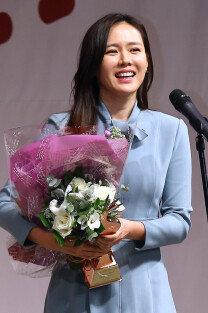 '제8회 올해의 영화상' 손예진, 아름다운 미소