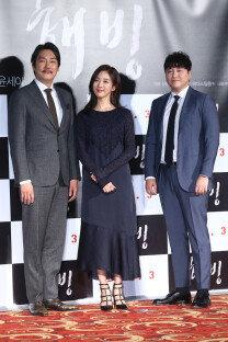 '해빙' 조진웅-이청아-김대명, 추위녹이는 따뜻한 미소