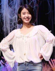 봄을 닮은 상큼발랄 아이유 '팔레트' 음감회