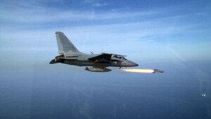 공군, 국산 전투기 FA-50 공대지 미사일 실사격 첫 성공