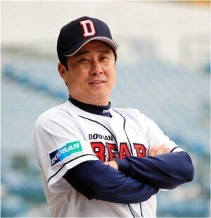 """김태형, 두산 베어스 신인감독 선임 """"본래 색깔 되찾겠다"""""""