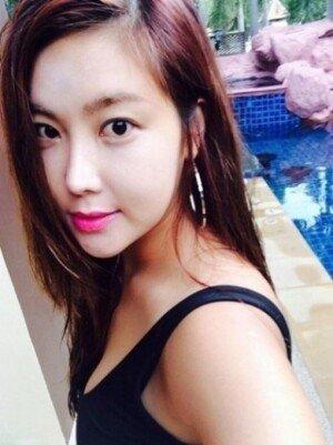 솔비 근황… 검정색 수영복 입고 하얀 피부 '과시'