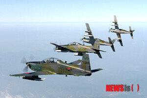 [화보] 가을하늘을 비행하는 KA-1 전술통제기 편대