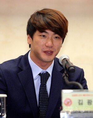 """김광현, 깜짝 결혼 발표 """"12월 결혼해 아내와 함께 미국行"""""""
