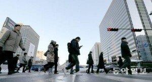 일본 아침형 근무 확산, 야근 대신 오전근무… 추가수당 지급