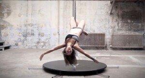 [영상] 봉춤을 예술로 승화시킨 프랑스女